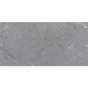 Tuile auto-adhésive en aluminium satiné de Surface Design, 16 po x 32 po, marbre gris, 6 pièces