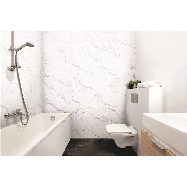 Tuile auto-adhésive en aluminium satiné de Surface Design, 16 po x 32 po, marbre blanc, 6 pièces