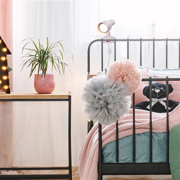 Lampe de bureau à pince Jojo de Globe Electric 5,6 po rose mat avec abat-jour en métal