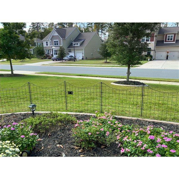 Panneaux de clôture festonnés en acier galvanisé noir de 2,1 pi h. x 2,1 pi L. par Zippity Outdoor Products