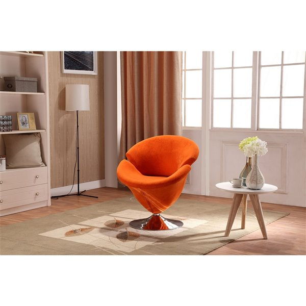 Chaise pivotante Tulip en chrome poli et en velours orange de Manhattan Comfort
