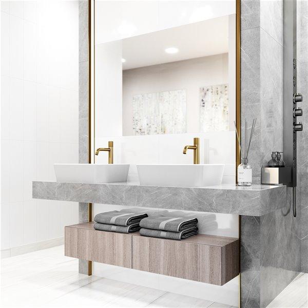 Robinet à 1 poignée pour lavabo de salle de bains Apollo de VIGO, or mat brossé