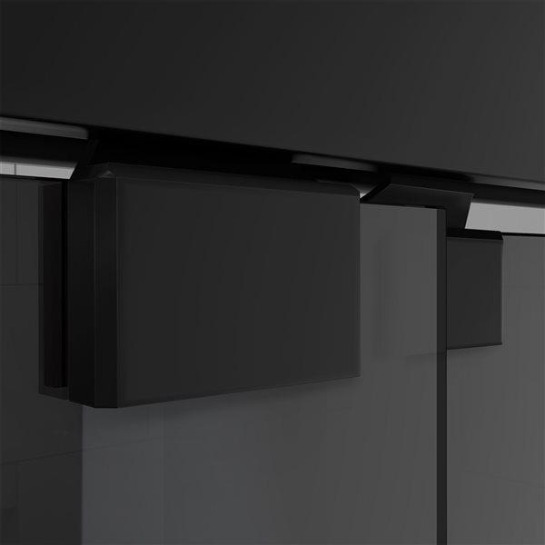 Porte de bain coulissante Encore à demi-cadre noir satiné de DreamLine, verre gris fumé, 58 po h x 56 à 60 po l.