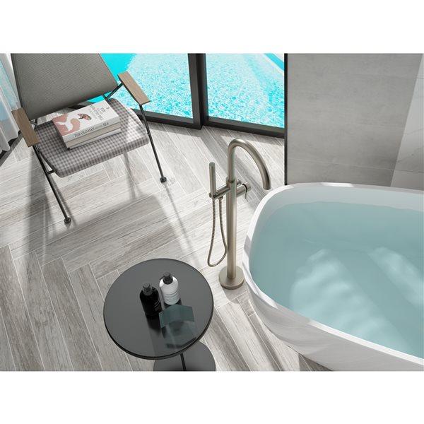 Robinet de bain autoportant Milan par A&E Bath & Shower, 1 poignée, nickel brossé, douchette incluse